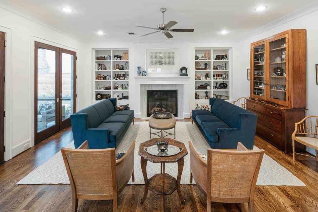 craftsman-living-room-fireplace